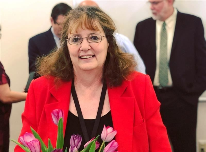Medford School District's Terri Dahl receives Achievement of Excellence Award